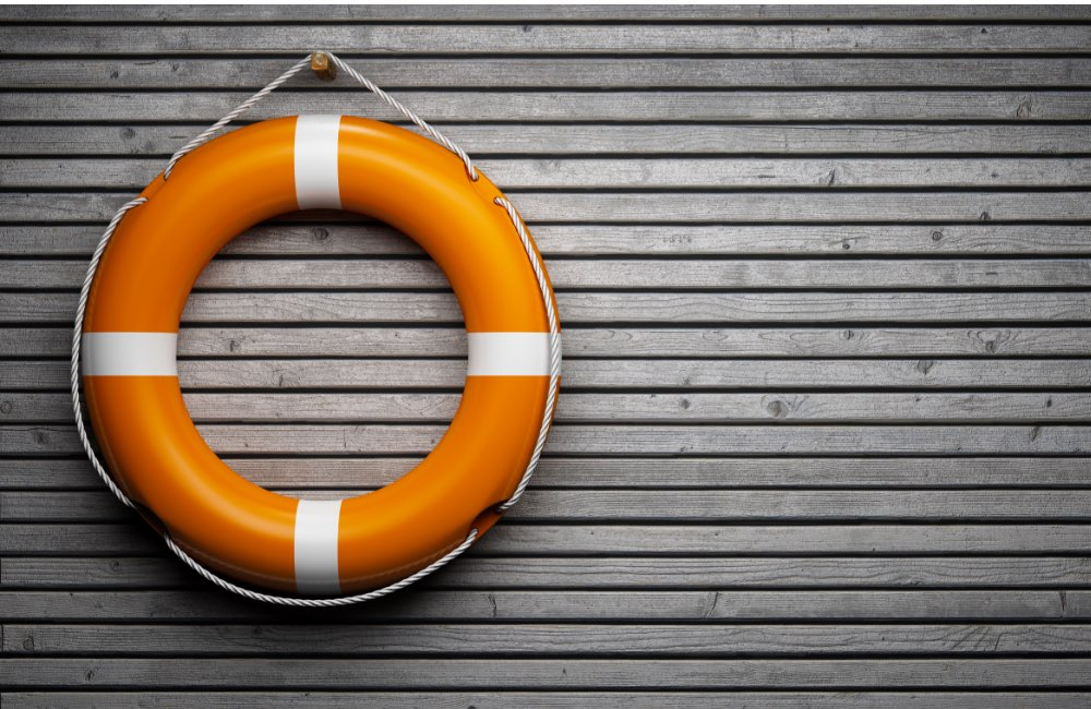 Life preserver to indicate response to urgent emergencies
